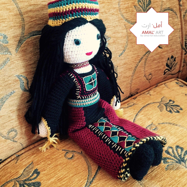 Sham, la bambola siriana in abito tradizionale